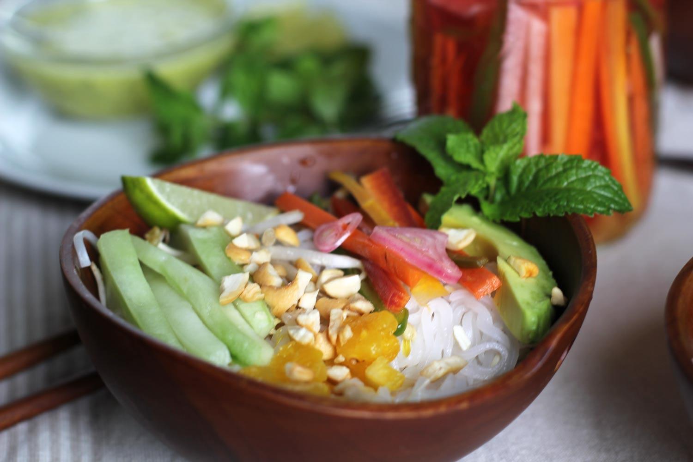 noodle-salad-bowl