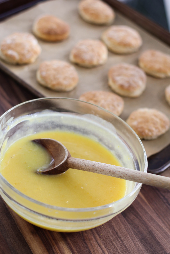 lemon curd and biscuits